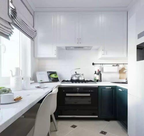 Угловая кухня для малогабаритной квартиры